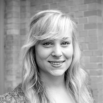 Hier würden Sie ein Bild von Hanna Adolph, unserer Junior Managerin SEO & Content Marketing sehen.