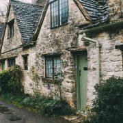Hier würden Sie ein Bild von alten Gebäuden sehen als Sinnbild zum Thema Erbbaurecht.